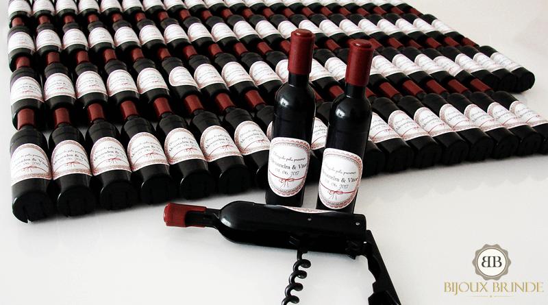 Saca-rolhas magnético em forma de garrafa: Alexandra + Vitor