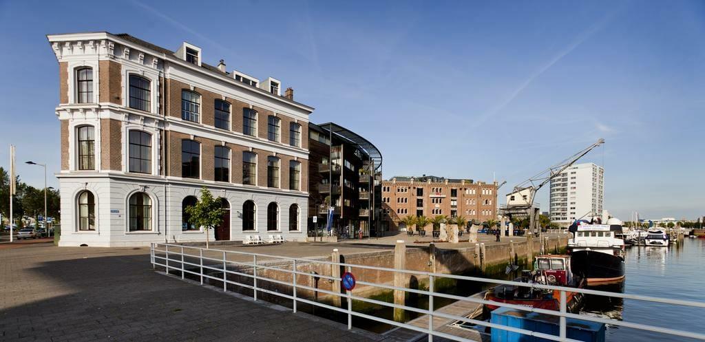 Rijksmonument SuiteHotel Pincoffs met uitzicht over Rotterdam
