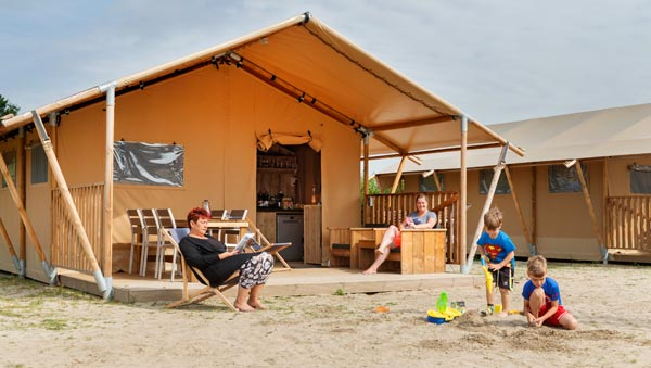 Bijzondere Overnachting Origineel Overnachten Slapen in een safaritent op Molecaten park Waterbos in Rockanje2