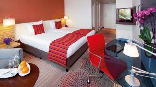 Bijzondere Overnachting Origineel Overnachten Movenpick City Centre Hotel Amsterdam uizicht over Amsterdam3
