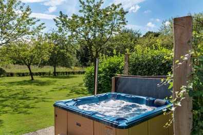 Bijzondere Overnachting Slapen op landgoed de Weldaed in Aalten Romantiscshe Wellness villa10