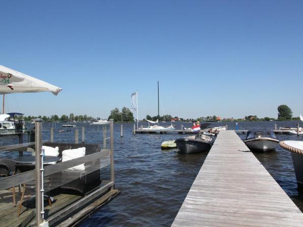 Bijzondere Overnachting Origineel Overnachten Slapen in een watervilla op het water in Friesland12