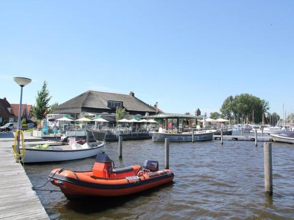 Bijzondere Overnachting Origineel Overnachten Slapen in een watervilla op het water in Friesland13
