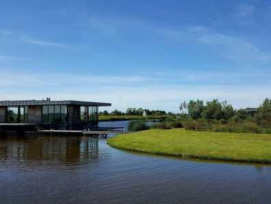 Bijzondere Overnachting Origineel Overnachten Slapen in een watervilla op het water in Friesland16