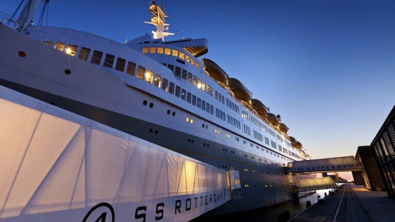 Slapen in de Rotterdamse haven op de SS Rotterdam