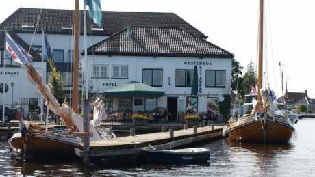 Gastvrij hotel aan het water in Grou - Friesland