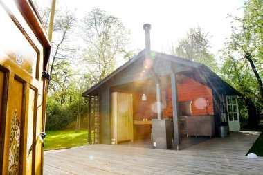 Bijzondere Overnachting Slapen in een Yurt met bad in Drenthe bij Emmen6