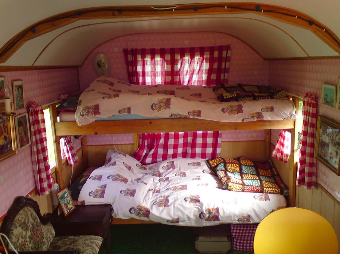 Bijzondere Overnachting Origineel Overnachten Slapen als een zigeuner in een pipowagen of woonwagen3