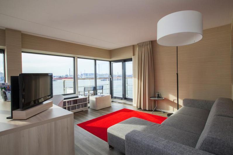 Bijzondere Overnachting Origineel Overnachten Uitzicht over de Maas bij het Delta Hotel in Vlaardingen13