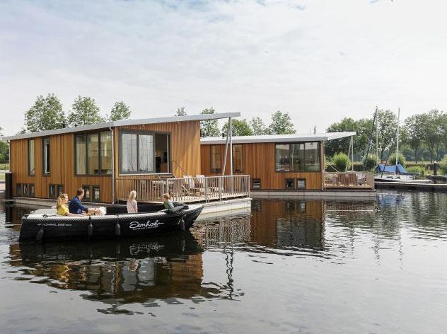 Slapen op het water in een woonboot van Center Parcs De Eemhof