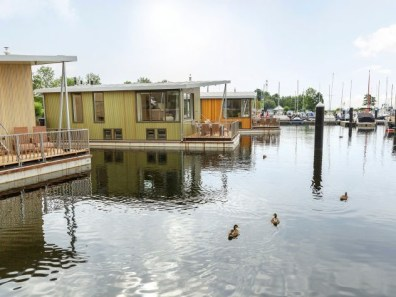 Bijzondere Overnachting Origineel Overnachten Slapen op het water in een woonboot van Center Parcs De Eemhof18