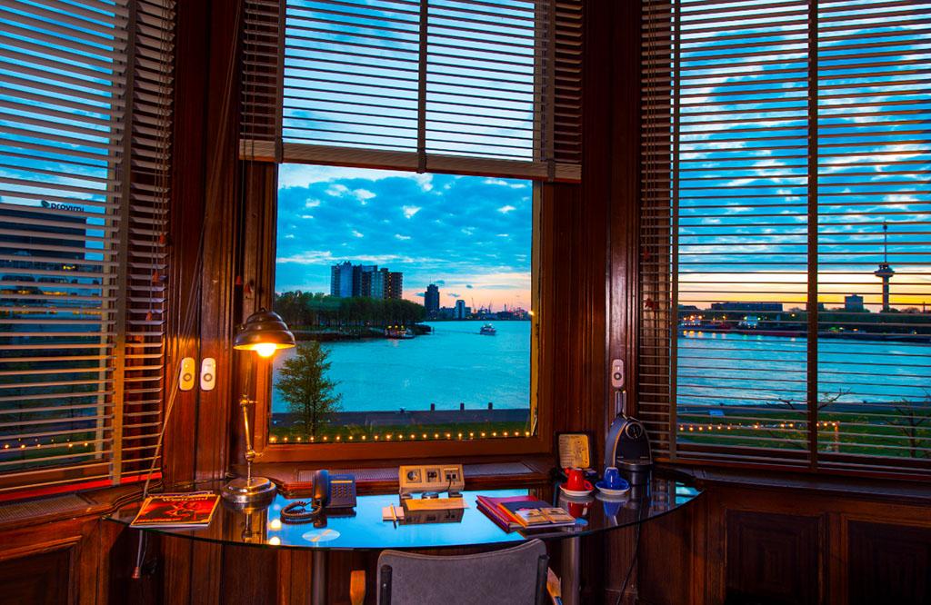 Luxe overnachten in de directiekamer van Hotel New York in Rotterdam