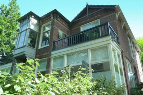 Slapen in monumentale villa Tuinpracht in Bergen aan Zee