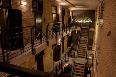 Bijzondere Overnachting Origineel Overnachten Slapen in voormalig gevangenis Hotel Huis van Bewaring in Almelo14