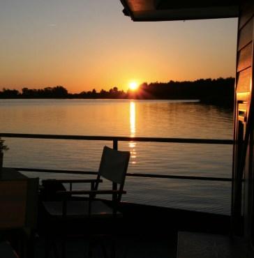 Bijzondere Overnachting Origineel Overnachten Slapen op een woonboot op het Sneekermeer8