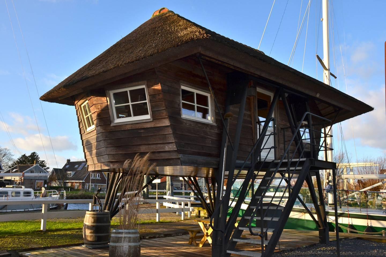 Bijzondere Overnachting Origineel Overnachten Slapen in een voormalige scheepslift in de haven van Warmerhuizen1