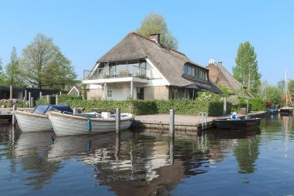 Bijzondere Overnachting Origineel Overnachten Slapen in De Mariahoeve aan het Sneekermeer in Terherne9