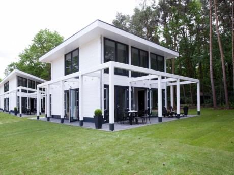 Origineel overnachten in een luxe wellness villa bij Maastricht