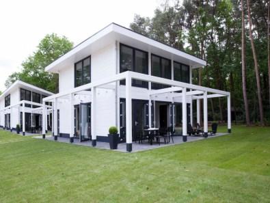 Bijzondere overnachting Origineel overnachten in een wellness villa1