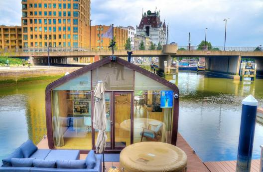 Bijzondere overnachting Origineel Overnachten Slapen op het water in Rotterdam Wikkelboat 12