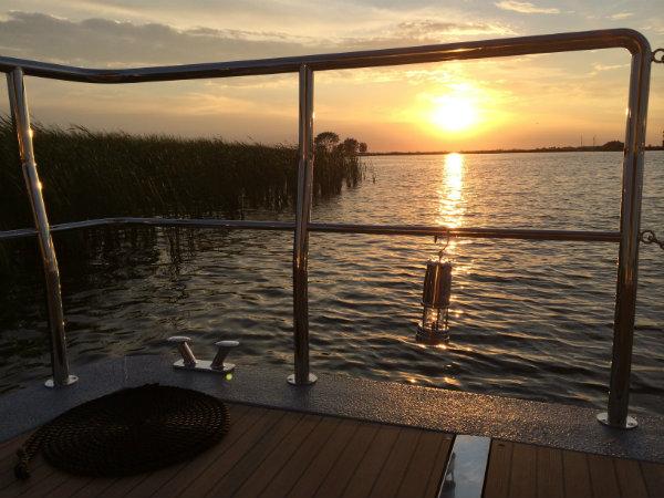 Slapen op een woonboot in Warns Friesland 7