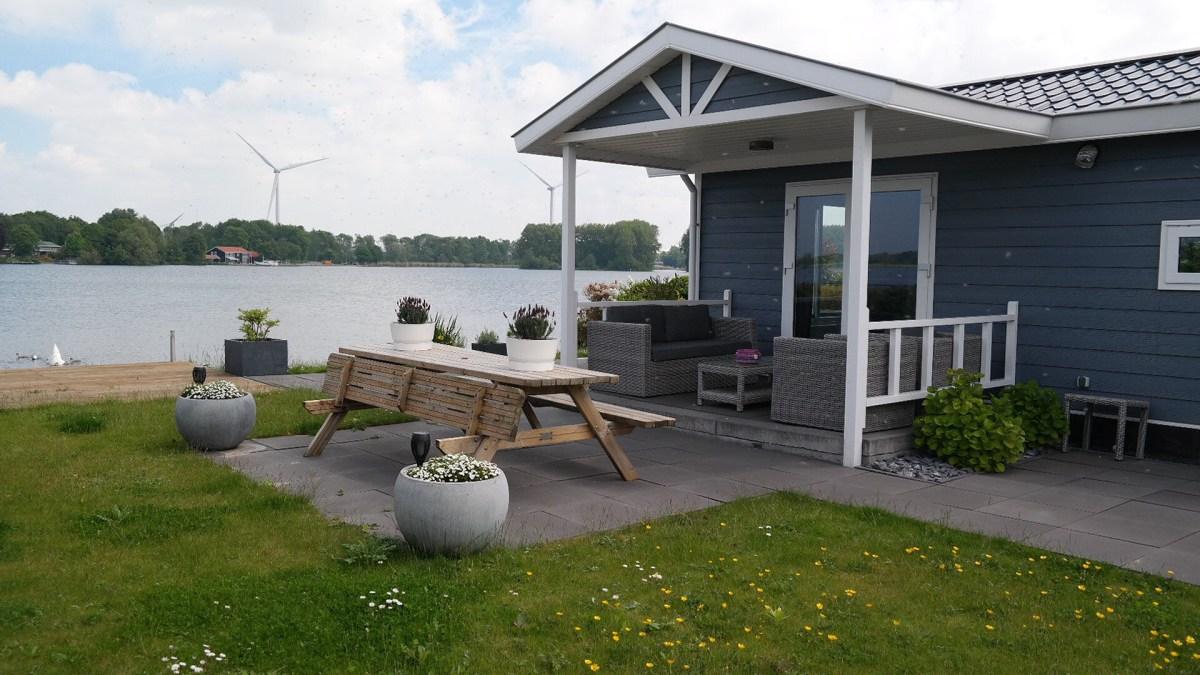 Comfortabel vakantiehuis met veranda aan het Brielse meer