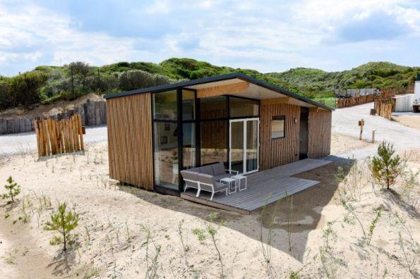 Bijzondere Overnachting Slapen op het strand in een strandhuisje roompot qurios bloemendaal aan zee-4