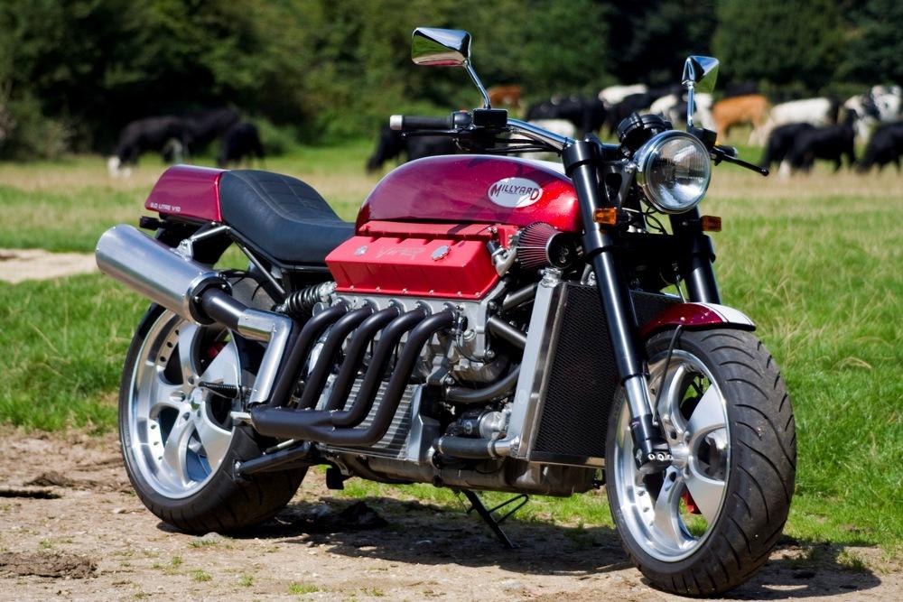 Viper Powered – 2005 Boss Hoss ZZ4 Custom | Bike-urious