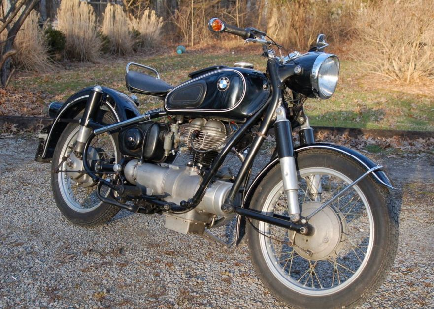 BMW R26 - Right Side