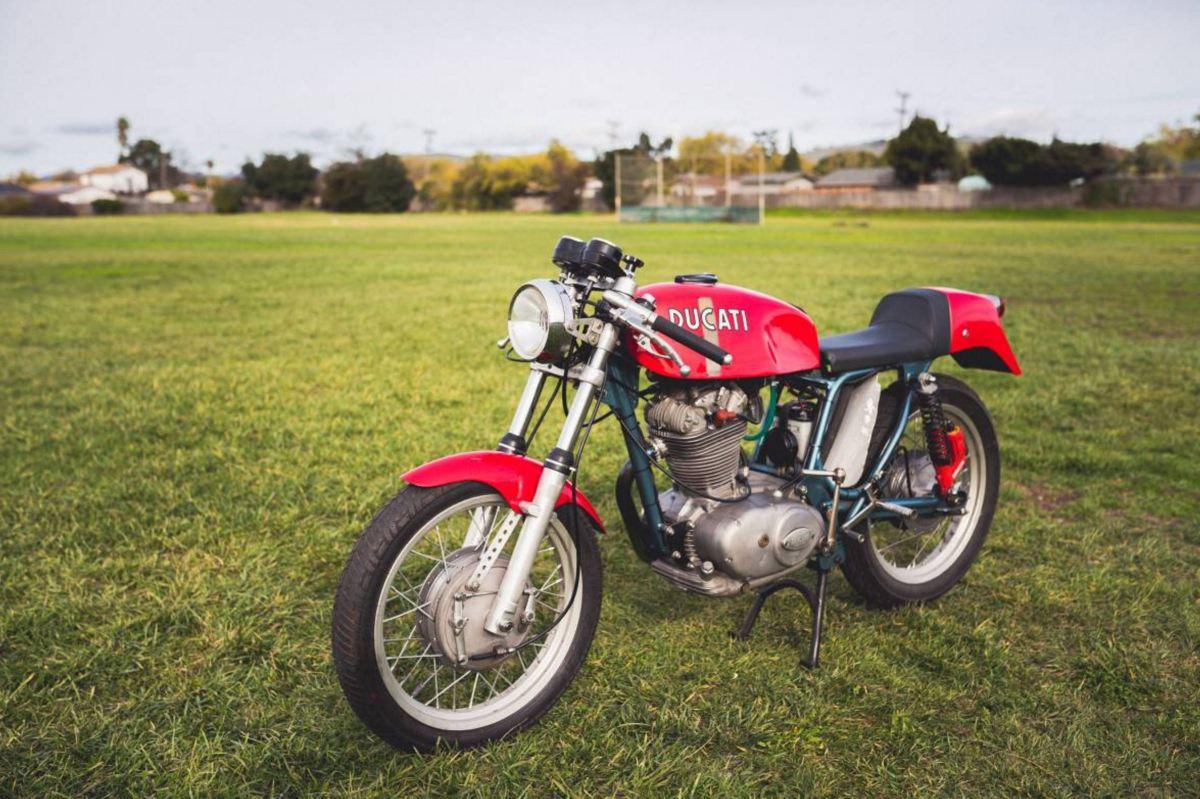 Wide Case Racer - 1968 Ducati 450 Non-Desmo