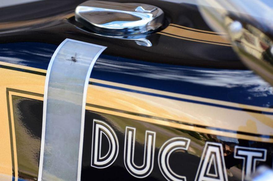 Ducati 750 GT Custom - Tank Fly Paint
