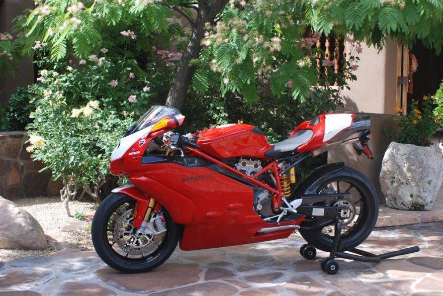 Ducati 999R - Left Side