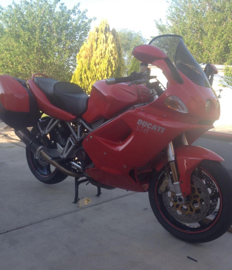 Unexpected Custom - Ducati ST4S