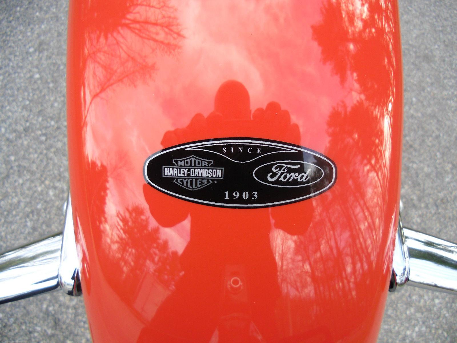 Edition très limitée !! Ford-Promotion-2004-Harley-Davidson-Fat-Boy-Emblem