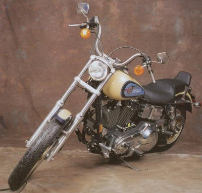 An example of what the bike looks like, picture from http://auto.howstuffworks.com/1992-harley-davidson-fxdb-daytona.htm
