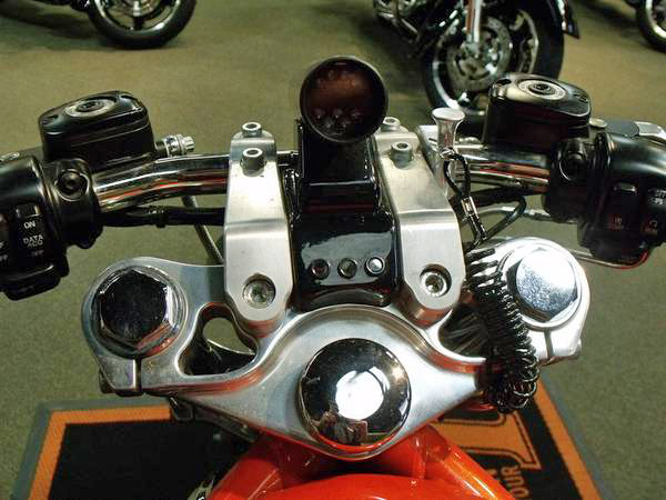 Harley Davidson V-Rod - 4
