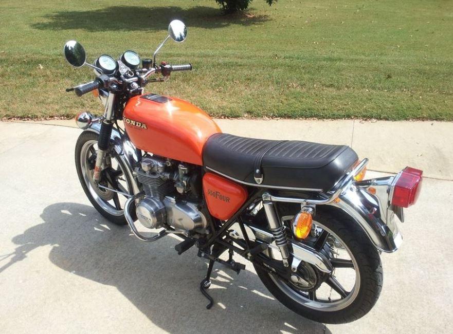 Honda CB550F - Rear Left
