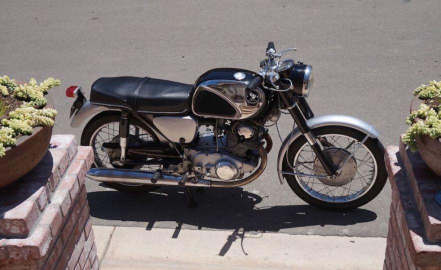 Honda CB77 Superhawk - Right Side