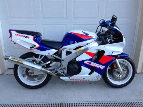 Honda CBR900RR - Right Side