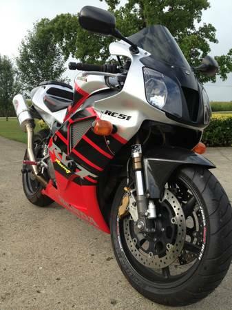 Honda RC51 SP1 - Front