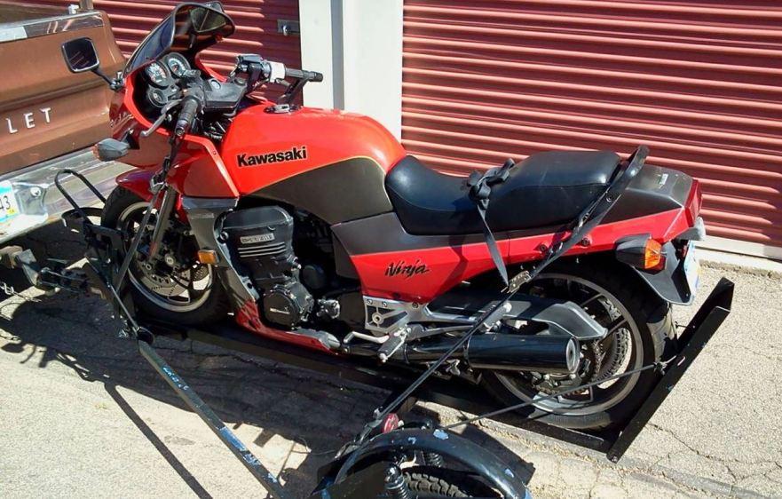 kawasaki-ninja-900-gpz900r-left-side-on-trailer