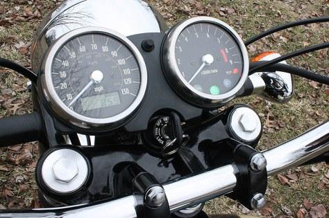 Kawasaki W650 - Gauges