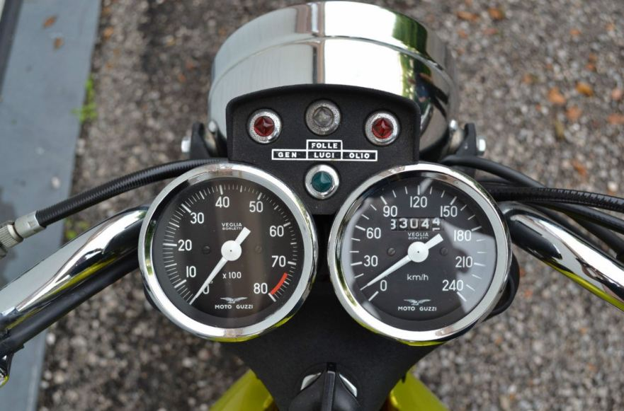 Moto Guzzi V7 Sport Telaio Rosso - Gauges