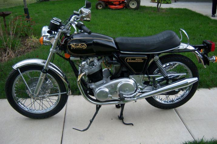 Norton 850 Commando - Left Side
