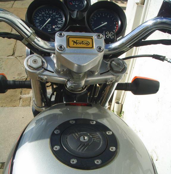 Norton Classic - Cockpit