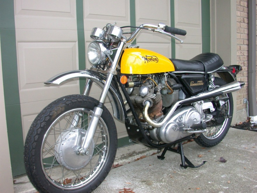 Norton Commando SS - Front Left