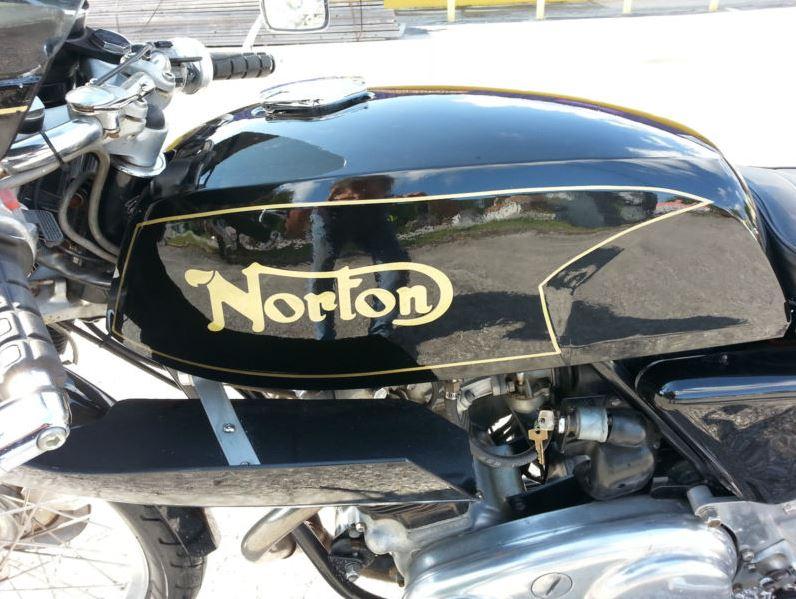 Norton Dunstall - Tank