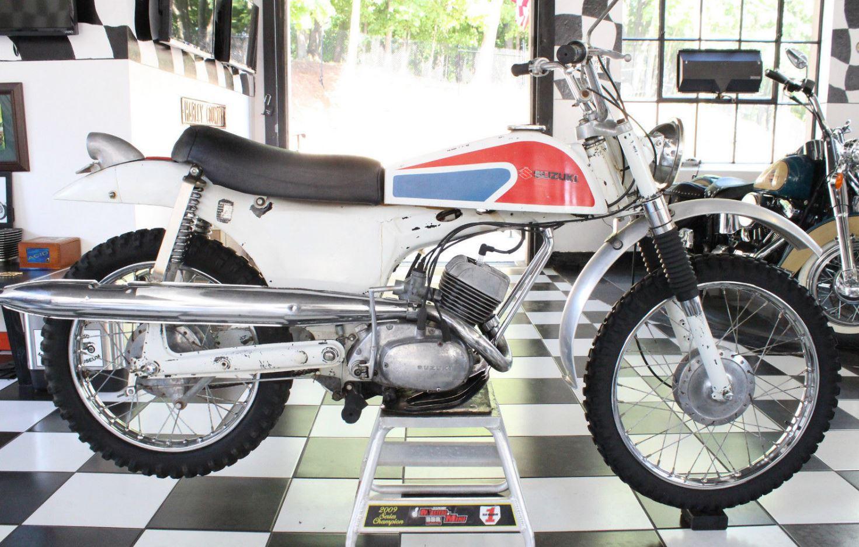 odd knievel tribute – 1966 suzuki b100p custom | bike-urious