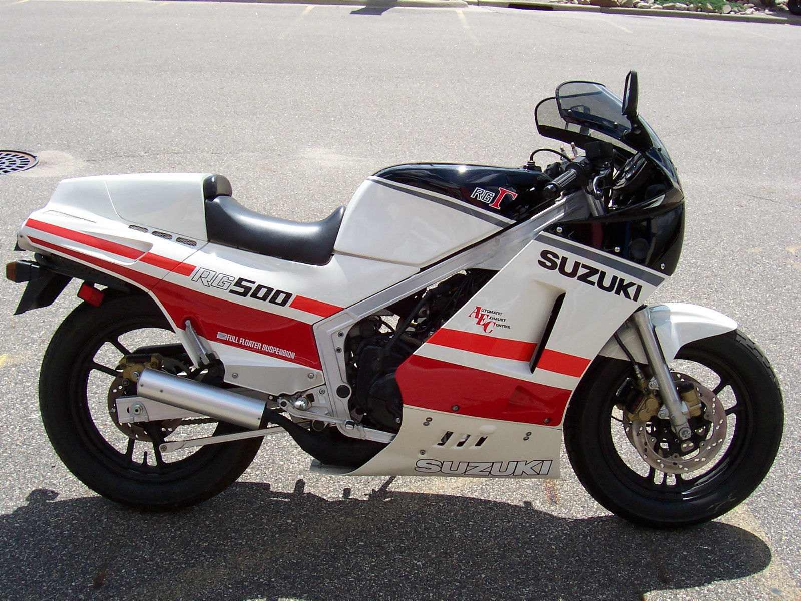 30 miles 1986 suzuki rg500 gamma bike urious. Black Bedroom Furniture Sets. Home Design Ideas