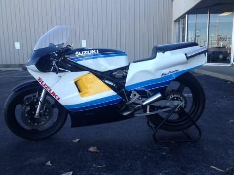 Suzuki RGB500 - Left Side